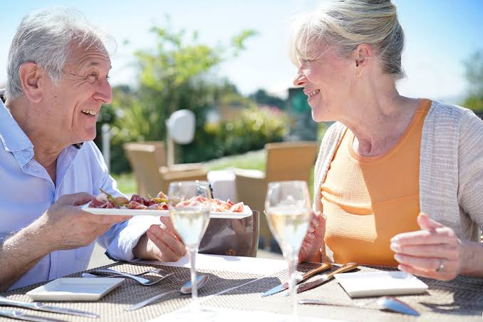 Single Seniors – Travel Tips to save cash and remain Safe!